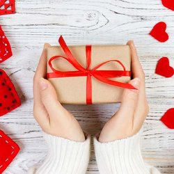 Survey: Shoppers to Spend More on Jewelry Than Any Other Valentine's Day Gift Category